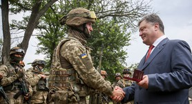 Poroshenko checked everyday soldiers` life of 79th Brigade in Mykolaiv. PHOTOS