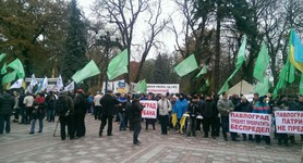 UKROP supporters gather near Verkhovna Rada while security is enhanced. PHOTOS