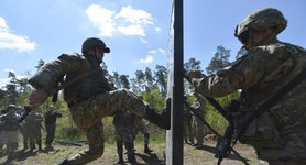 LEARNING FROM UNCLE SAM - TO RUSSIA`S ANNOYANCE, U.S. HONES UKRAINIAN FIGHTING SKILLS