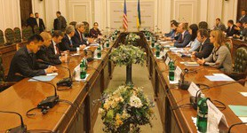 Kerry meets with Hroisman and Parubii in Ukrainian parliament. PHOTO