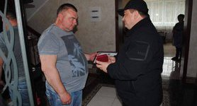Police awarded homeowner who shot robber and helped to neutralize gang from Russia. PHOTOS