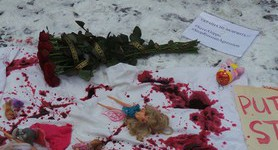 """Putin, stop bombing babies,"" - dolls covered with artificial blood brought to Russian embassy in Kyiv. PHOTOS+VIDEO"