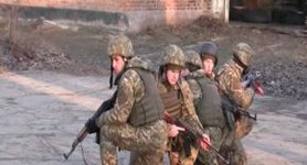 British instructors have been training Ukrainian paratroopers at Zhytomyr range for two years. VIDEO